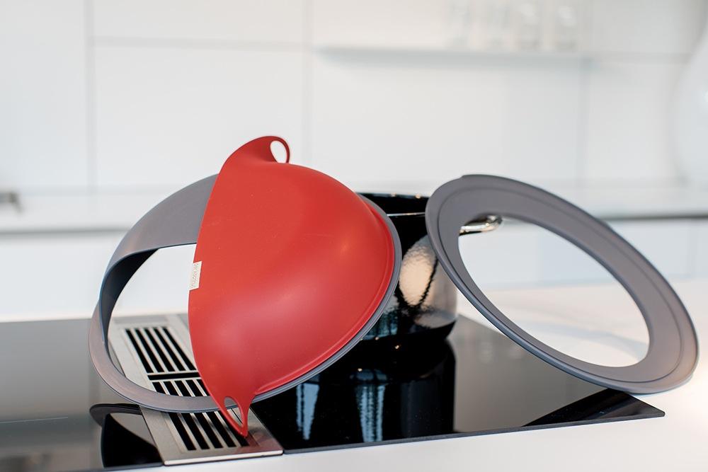 Die Einzelteile des Kochhuts: Drehdeckel + Adapterring für große Töpfe und Pfannen