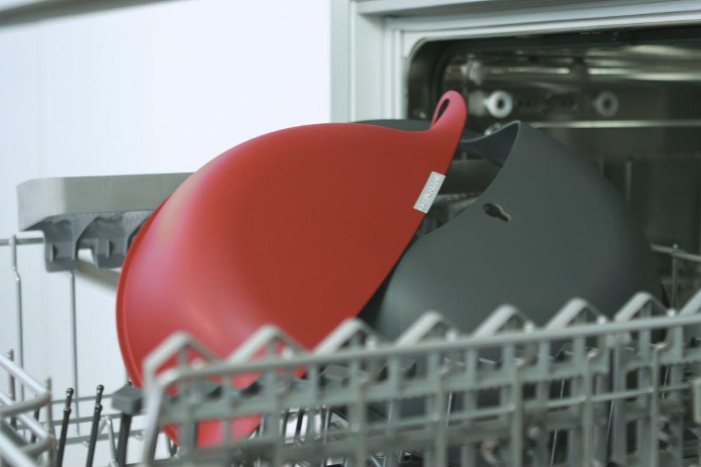 Der Kochhut liegt, in seine 3 Einzelteile zerlegt, in der Spülmaschine und ist kann ganz bequem in der Geschirrspülmaschine gewaschen werden.